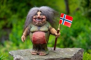 Lady troll with Norwegian flag